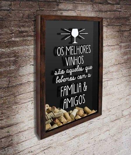 """Quadro para Rolhas de Vinho - Melhores Vinhos com Família e Amigos  Com a frase: """"Os melhores vinhos são aqueles que bebemos com a família e amigos""""  #quadropararolhas #vinho #portarolhas #espaçogourmet #wine"""