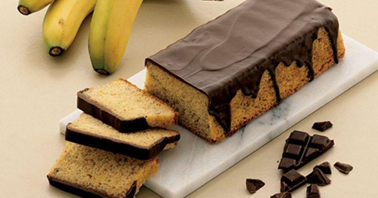 Den gode gamle banankage, som altid er et hit. Super nem at lave og så smager den som den altid har smagt...