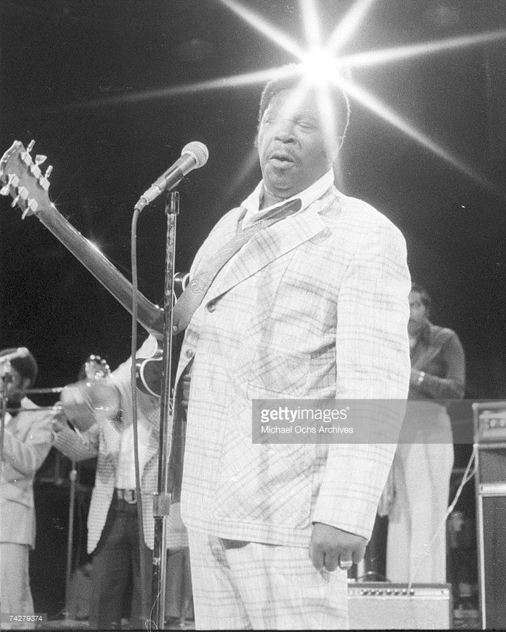 Blues musician B.B. King performs 'Gettin' It Together' on the TV show 'The Midnight Special' in August 1974 in Los Angeles, California. (Photo by Michael Ochs Archives/Getty Images)