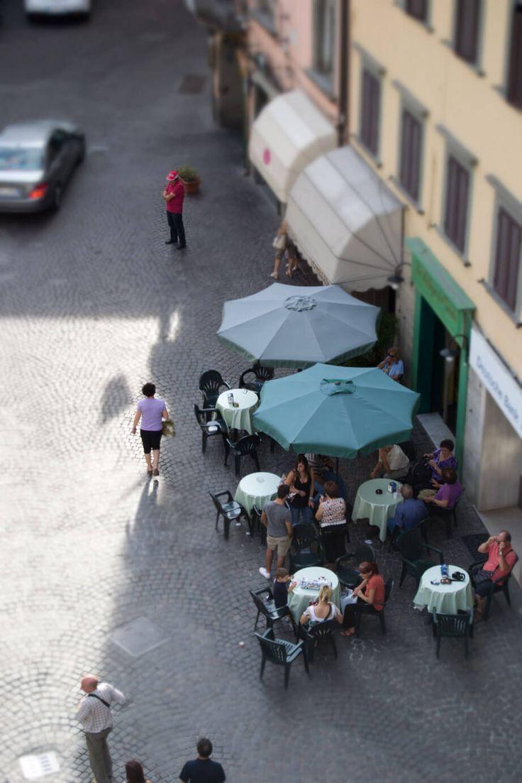 Tecnica fotografica effetto Tilt Shift, ovvero effetto miniatura di persone o cose in realtà a grandezza naturale.
