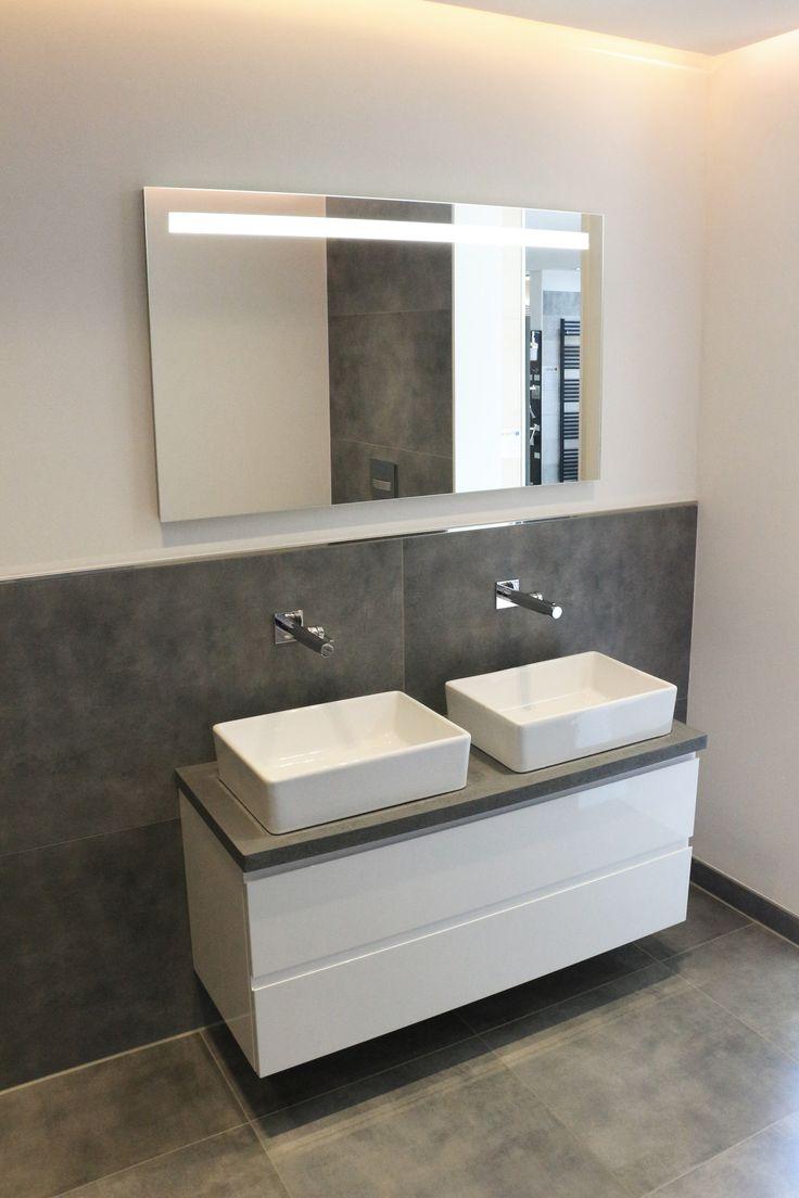 Kontraste schaffen mit weißer #Sanitärkeramik zu Fliesen im Betonstyle #fliesen #tiles #tegel #bathroom