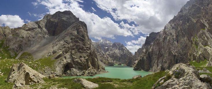 """De 25 mooiste bergketens:  Tian Shan in China, Kirgizië en Kazachstan Van deze """"hemelse bergen"""" zoals de Chinezen ze noemen reiken er verschillende tot boven de 7000 meter"""