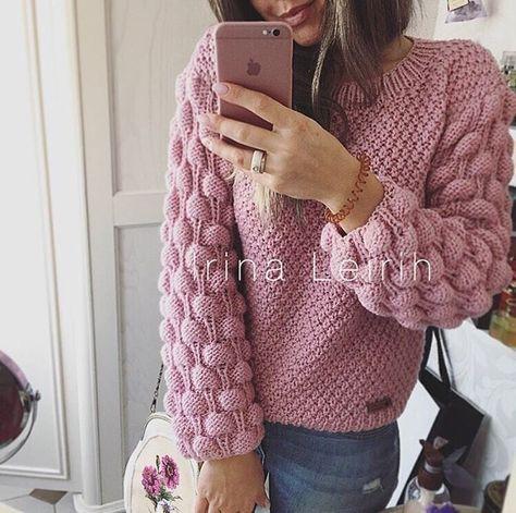 Пуловер с интересным узором. |