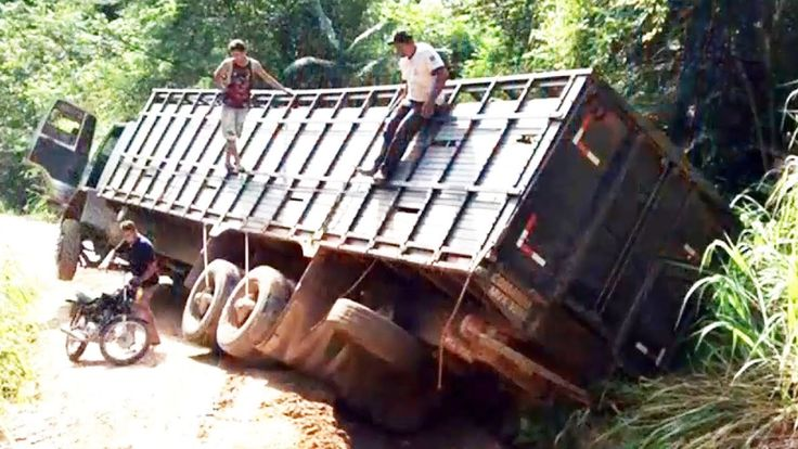 Extreme Truck Driving Skills | Long Truck Move on the Muddy Road Compila...