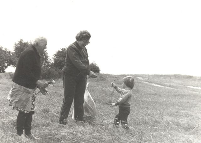 3 generations - Aunt Ilcsi with her mother and grandson more than 3 decades ago