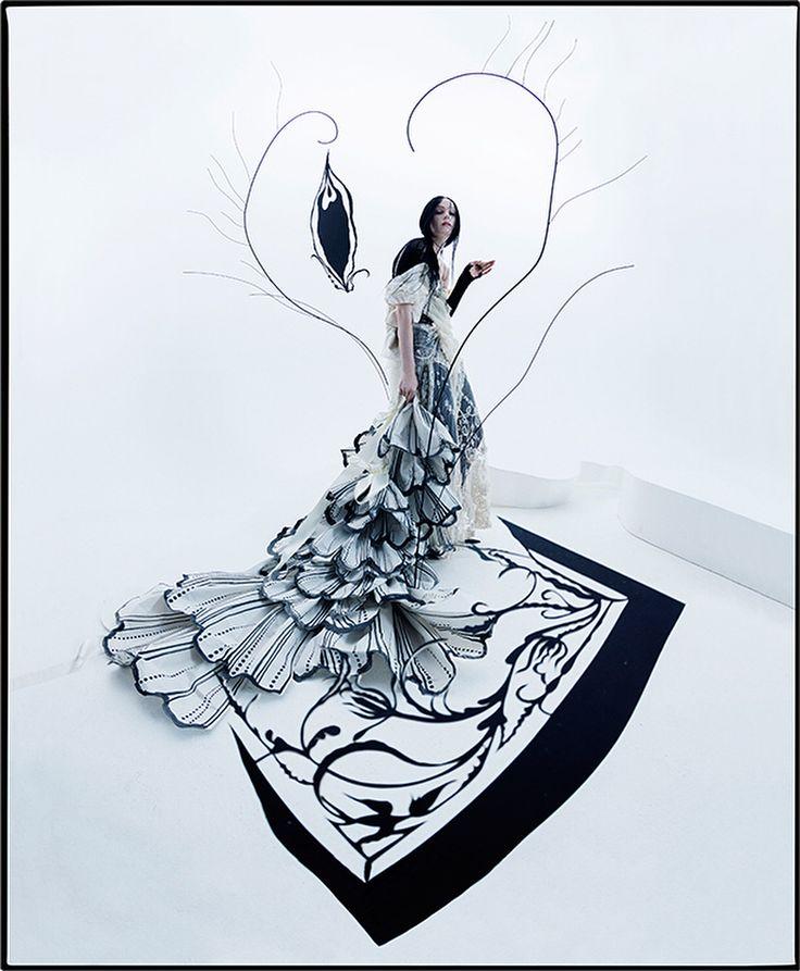 "12.9 mil Me gusta, 141 comentarios - Vogue Italia (@vogueitalia) en Instagram: ""Spirits whitinPhoto by #TimWalker & Styling by @katy_england Editor in chief @efarneti, Creative…"""