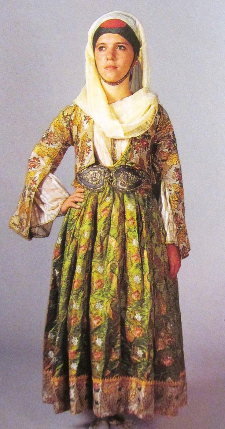 Παραδοσιακη νυφικη φορεσια της Κυμης/Τraditional bride's costume from Kymi,Greece