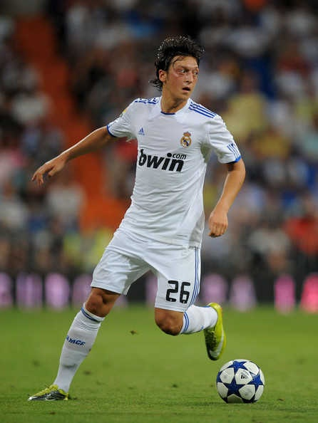 Mesut ozil running with the football Mesut Özil playing for Real Madrid in 2010.Due to his performances in the 2010 FIFA World Cup, he ensured his place among Europe's top young talents http://nirhara.com/mesut-ozil-hd-desktop-wallpaper-gallery-2/