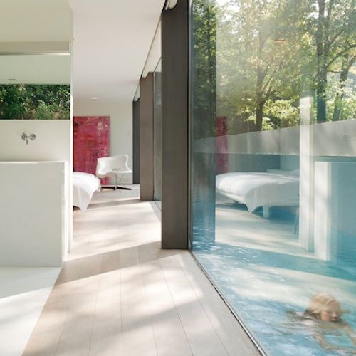 Incredible the way the pool comes right up to the house and is seperated only with the floor to ceiling glass.