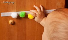 Alles, was ein Baby sieht, ist neu und aufregend. Alle Gegenstände, die sich zum Erkunden eignen, sind für ein Baby Spielzeug (siehe auch