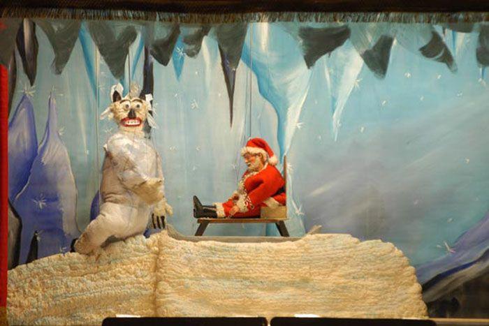 Storie di Natale - MARIONETTE MAURIZIO LUPI. Uno spettacolo di marionette per bambini. Teatro dei ragazzi. Struttura utilizzabile sia in interni che in esterni (piazza, ecc...).  Clicca sulla foto qui in alto e vai sul sito, guarda anche tutti gli altri spettacoli per bambini. Contattateci!