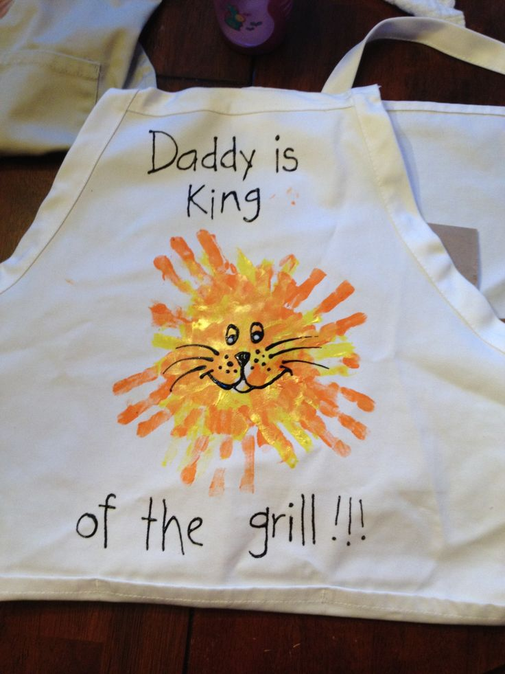 Father's Day BBQ grilling apron. The lion is made with the kids' handprints. I'm going to make a matching one for Little Man for some Daddy and Me BBQ time. :)