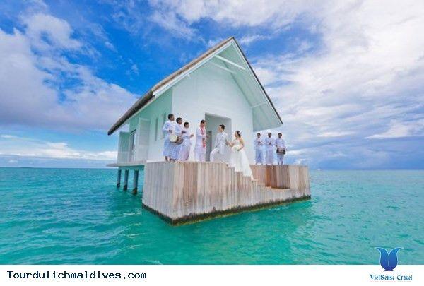 Maldives lại mang đến cảm giác bình yên đến lạ thường. Đặt chân tới quốc đảo xinh đẹp này, khó ai có thể cưỡng lại sức quyến rũ của biển xanh, cát trắng, nắng vàng và hẳn sẽ ngỡ mình như đang lạc chân vào một cõi thiên đường thực sự khi được hòa mình với cảnh sắc thiên nhiên đẹp như tranh vẽ, khí... Xem thêm: http://tourdulichmaldives.com/maldives--noi-giac-mo-cua-ban-duoc-tro-thanh-hien-thuc-pn.html