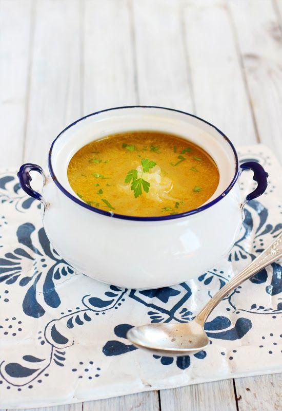 """Receta 118: Sopa de cebolla clara » de las deliciosas """"1080 recetas de cocina"""" de Simone Ortega."""