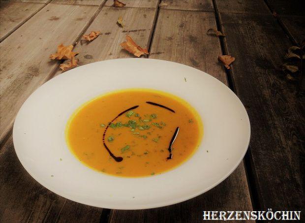 Kürbis-Koriander-Suppe mit Curry