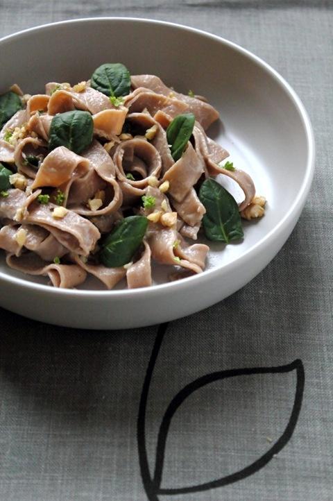 Tagliatelle home made con farina di castagne, gorgonzola e spinacini - Tagliatelle with chestnut flour, gorgonzola and spinach ;)