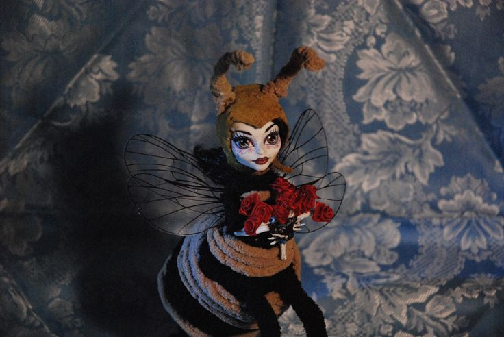 Beatrix Bee, remastered Monster High doll