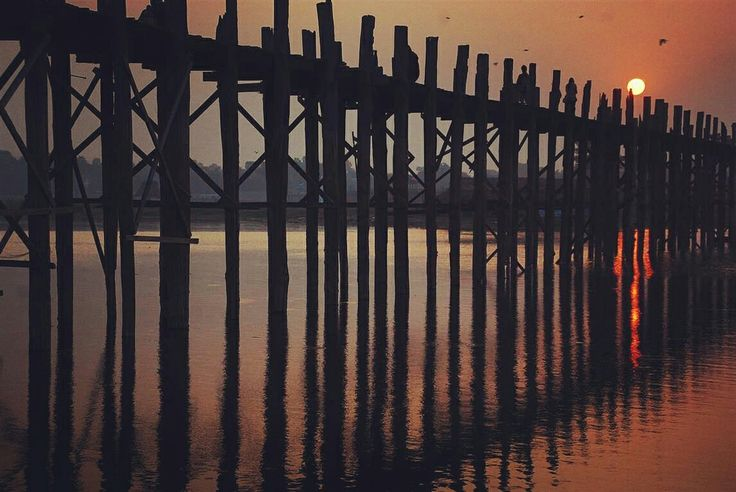 Ubein bridge in Mandalay, Myanmar! That' what i call an epic sunrise. More awesome pics in www.dandingtrip.com