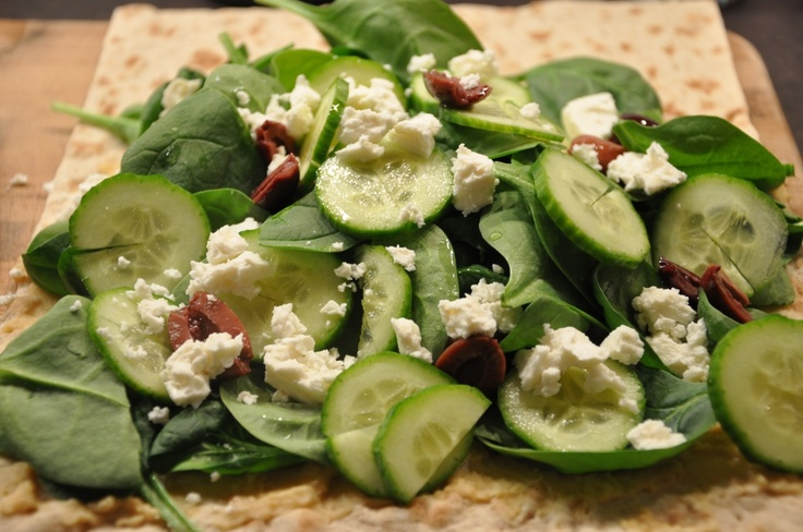 Healthy Lunch Wrap – Hummus, Olives and Flatbread