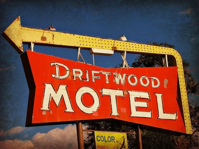 Driftwood Motel | OldBrochures.com