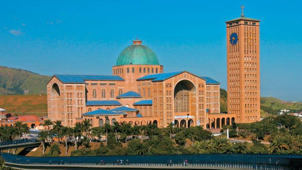 Around 64,6% of Brazilians are Catholics. The picture shows the biggest catholic church in Brazil, in Aparecida do Norte which receives thousands of Catholic visitors every day