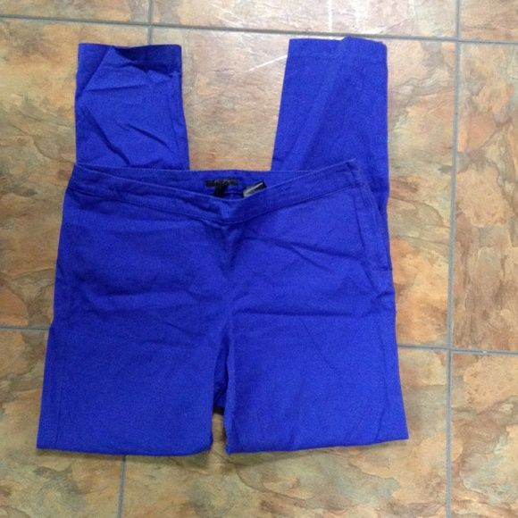 NWOT H&M Straight Leg Bright Blue Pants Wow, these pop! Looks amazing with a shirt that has blue flowers to compliment the pants. Zippers and buttons on side, no pockets for slimming look. H&M Pants