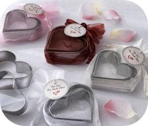 Idea bomboniera: cookies in a jar con stampino a cuore per riscoprire il tempo di stare insieme e di godere delle cose piccole e semplici