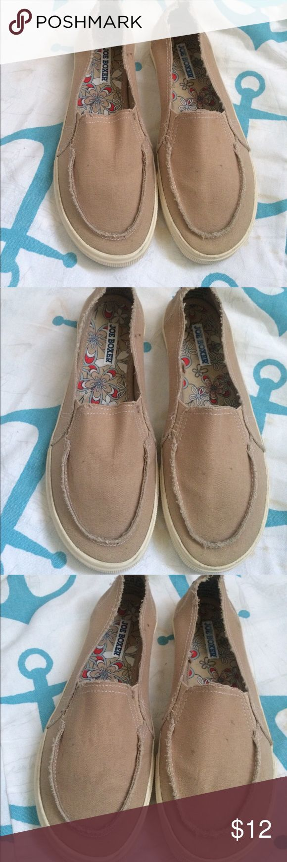 Joe Boxer Canvas Khaki Slip On Boat Shoes Size 7 Joe Boxer Pre Owned Khaki Canvas Slip On Great Tread & Soles Slip On Shoes Great for Outdoor Activities like Boating, Walking, Bicycling etc. Very Comfortable, Floral Fabric Lined Size 7 Joe Boxer Shoes Flats & Loafers
