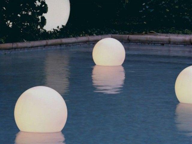 Esferas decorativas waterproof, para interior y exterior, de fibra de polietileno retro iluminadas con leds.