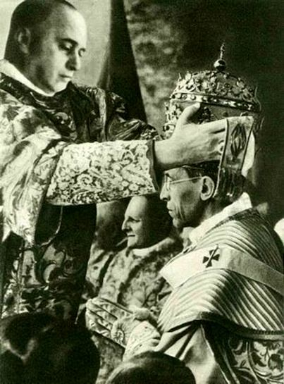 Pope Pius XII - Ora pro nobis - pe Pius XII: Pope during the Second World War; here he wears the Papal Tiara, which is never seen nowadays