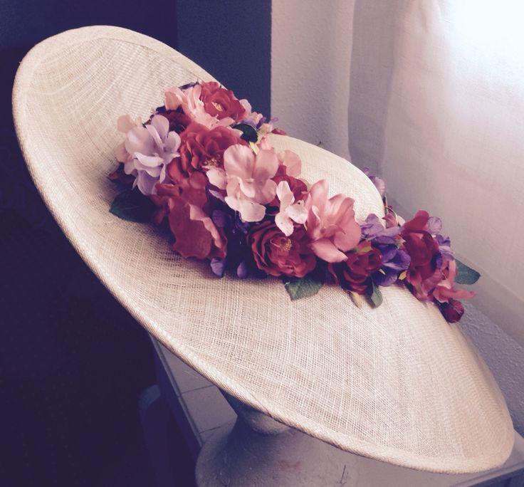 Tocado saucer con guirnalda de flor #invitadaperfecta #bodadedia #handmade