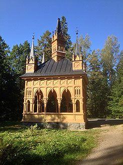 Ruusulaakson paviljonki Aulangolla kunnostettiin 2014. Huvimaja sai pintaansa alkuperäisen värin.