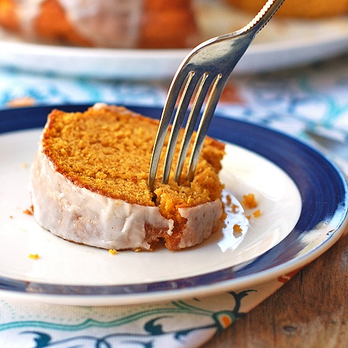 I love pumpkin. Especially pumpkin bread,: Desserts, Cinnamon Glaze, Bundt Cakes, Pumpkin Bundle, Pumpkin Cakes, Pumpkins, Yellow Cakes Mixed, Cinnamon Cakes Recipes, Favorite Recipes