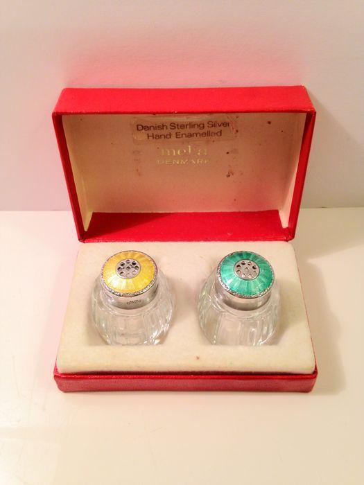 Online veilinghuis Catawiki: Kristallen zout/pepervaatjes met geëmailleerde zilveren dop, Meka, Denemarken, 1960