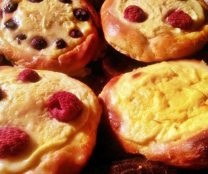 Ugotuj z Martą: Drożdżówki z serem i malinami