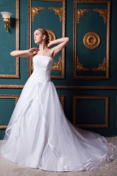 Strapless Ball Gown Tulle Wedding Gowns wr0238 - http://www.weddingrobe.co.uk/strapless-ball-gown-tulle-wedding-gowns-wr0238.html - NECKLINE: Strapless. FABRIC: Tulle. SLEEVE: Sleeveless. COLOR: White. SILHOUETTE: Ball Gown. - 143.59