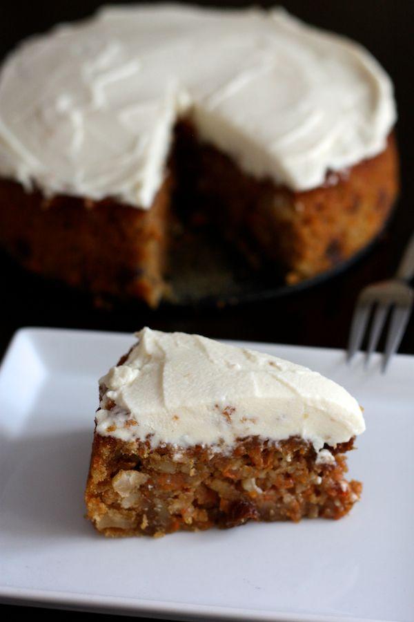 Gâteau fondant aux carottes et noix du Brésil, glaçage vanillé au mascarpone