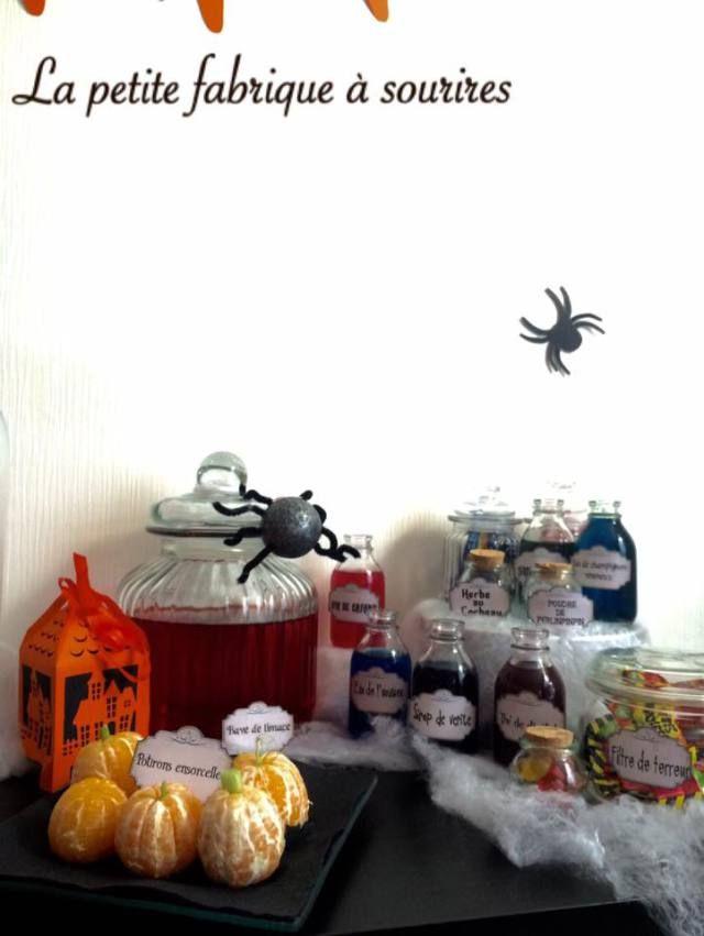 Sweet table Halloween 2015 ©Lapetitefabriqueasourires Candy bar et décoration d'halloween  #Bannière, #citrouille, #chamallow #fantômes #squelette, #potions, #araignée #halloween #guirlande #horreur #banniere  #decoration #decorationtable #jolietable #orange #noir #blanc #fontburton #diy #papier #madeinfrance #faitmain #creation #creatrice #alm #alittlemarket #sweettable #candybar #buffet #alm #alittlemarket #lapetitefabriqueasourires #trickortreat #popcake #jakeolantern #witch #clementine