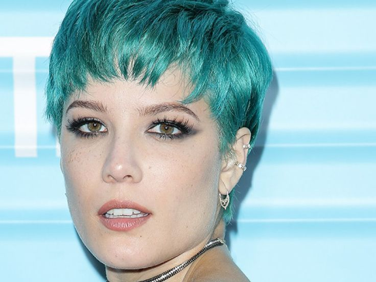 See The Singer S Latest Hair: Halsey Debuts Bright Blue Pixie