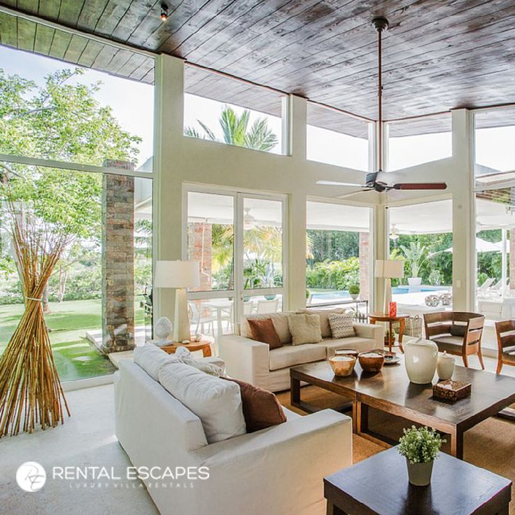 Like the sound of a luxurious modern villa in the Caribbean? La Palapa is the perfect rental for you this holiday season. Located in a private and elite gated community, the villa offers separate spaces for lounging, relaxing, and entertaining.