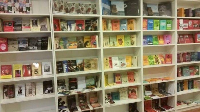"""Leggi l'articolo di roadtvitalia """"Iocisto, la libreria popolare del Vomero: finalmente arrivano i libri""""!  #chiararapaccini #RAP #napoli #iocistolibreria #lalibreriaditutti #roadtv #arrivanoilibri"""