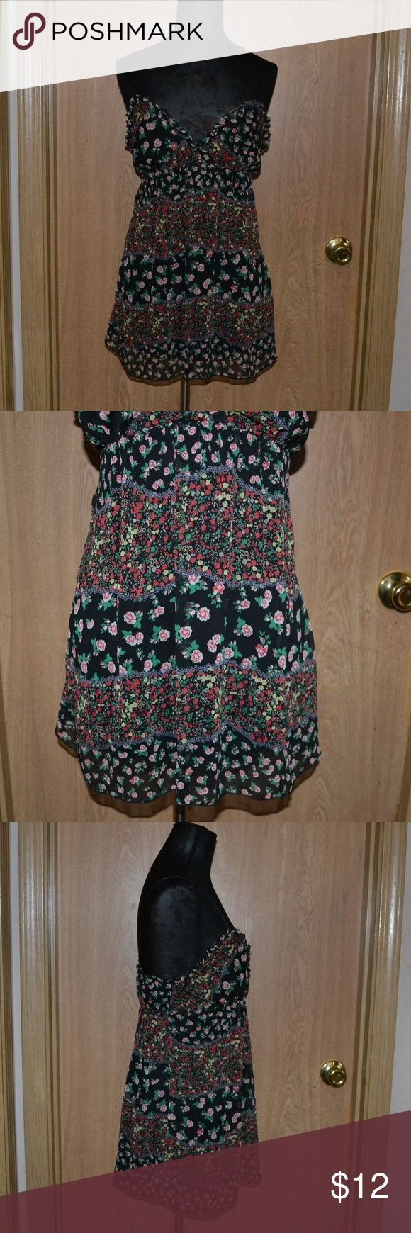 B. tru floral cami size large Smoke free home! BUNDLE & SAVE! I ship Monday - Friday! NO HOLDS OR TRADES!!! Offers are always welcomed as long as they're submitted through the OFFER BUTTON!   A super cute colorful, floral cami by the brand B.tru size large . Materials: 100% polyester in good condition B.tru Tops Camisoles