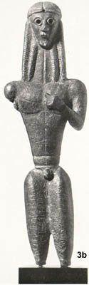 Apollo di Mantiklos - 700 a.C.(periodo di formazione) - Tebe - bronzo - conservato a Boston, Museum of Fine Arts. Appartiene al periodo dell'arte greca geometrica, l'artista tiene di più alla perfezione geometrica del corpo che alla rappresentazione fedele della realtà. Il corpo è allenato e tonico, infatti per i Greci  la bellezza del corpo era la manifestazione della bellezza dell'animo. E' un bronzetto votivo dedicato da Mantiklos ad Apollo. E' rotto ai ginocchi.