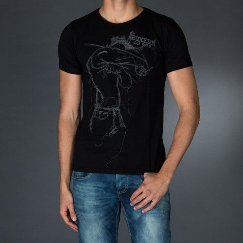 Round neck t-shirt with big embroidery on front.  € 23.90