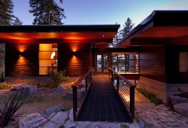 An elegant residence overlooking the Lake lighting bridge