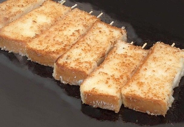 パンに水で溶いた小麦粉、パン粉を付けてラードで焼き上げた「パンカツ」がネットを中心に話題に。Yahoo!検索の「話題のツイート」にもランクインしています。