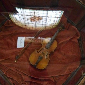 Le musée National George Enescu, ancien compositeur roumain ayant eu ses moments de gloire en France aussi ! L'art est présent partout a Bucarest !