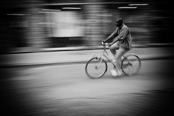Černobílá série fotografií ze života na kolech | Fotografie | WORN magazine