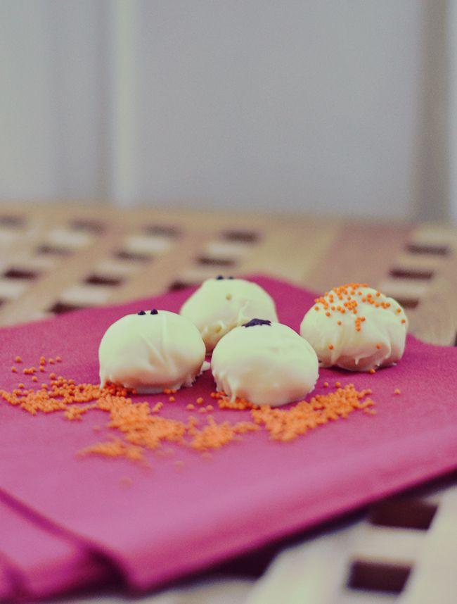 White Chocolate Truffles - www.fan-freakin-tastic.com