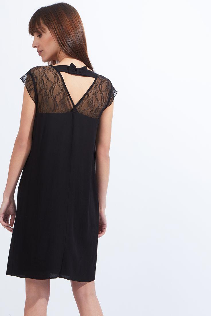 Les épaules et le dos se dévoilent avec chic ! Fluide et légère, c\u0027est la  petite robe noire parfaite! , Robe , Manches courtes , Dentelle épaule